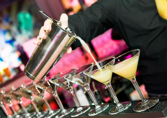 barman-pouring-a-row-of-drinks