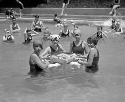 women_pool_mahjong-1